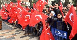 Türk Bayraklarıyla Cadde Kırmızıya...