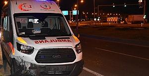 Ambulans Kaza Yaptı 5 Yaralı