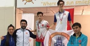 Engelli Yüzücü İki Rekor Birden Kırdı