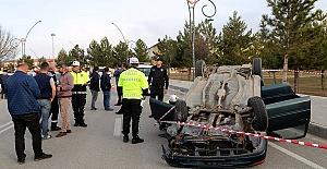 Otomobil Devrildi 1 Ölü 3 Yaralı