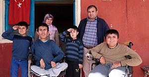 Kederli Aileye Devletin Şefkat Eli Uzanıyor