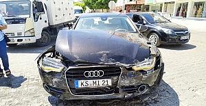Otomobille Ticari Araç Çarpıştı 3 Yaralı