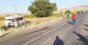 Minibüs Kamyonetle Çarpıştı 18 Yaralı