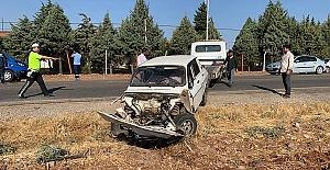 Minibüsle Otomobil Çarpıştı 12 Yaralı