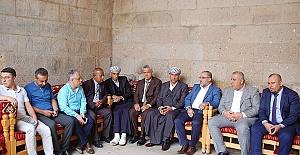 Türkmenler Eshab-ı Kehf'i Gezdi