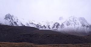 Dağlara Kar Yağdı