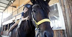 Engelleri Atlarla Aşıyorlar