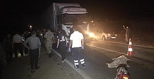 Tır Traktörle Çarpıştı 1 Ölü 7 Yaralı