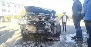 Minibüs Otomobille Çarpıştı 4 Yaralı