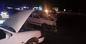 Otomobiller Çarpıştı 10 Yaralı