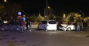 Otomobiller Çarpıştı 4 Yaralı