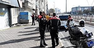 Polise Direndi Tabancayla Yaralandı