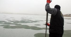 Dondurucu Soğukta Göl de Buz Tuttu