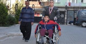 Engelli Baba Engelli Çocukları İçin Çalışıyor