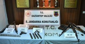 Silah Kaçakçıları Yakalandı