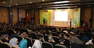Türkler ve Yabancılar Fikirlerini Yarıştırdı