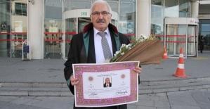 70 Yaşında Avukat Oldu