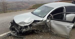 Araçlar Çarpıştı 5 Yaralı
