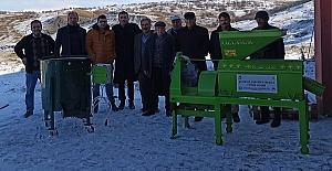 Çiftçilere Kabuk Soyma Makinesi Verildi