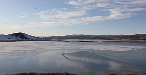 Gölün Yüzeyi Buz Tuttu