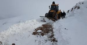 İşçiler Karda Mahsur Kaldı