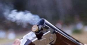 Kız Kardeşinin Arkadaşını Tüfekle Vurdu