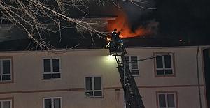 Okulun Çatısında Yangın Çıktı