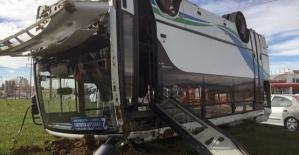 Otomobil Midibüsle Çarpıştı 3 Yaralı