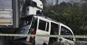 Ticari Araçla Tır Çarpıştı 1 Ölü 1 Yaralı