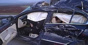 Tır Otomobille Çarpıştı 2 Ölü 3 Yaralı