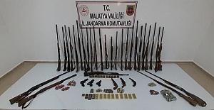 Silah Kaçakçısı 21 Kişi Yakalandı