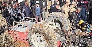 Traktör Devrildi Sürücü Öldü