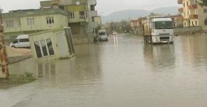 20 Dakikada Caddeler Su Altında Kaldı