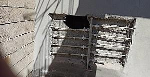 Duvarı Kırıp Eczaneyi Soydular