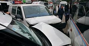 Kazada 2'si Polis 3 Yaralı