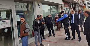 Polis Yaşlılara Zeka Oyunu Hediye Etti
