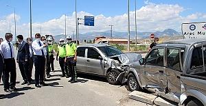 Araçlar Çarpıştı 8 Yaralı