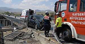 Otomobil Bariyere Çarptı 1 Ölü 4 Yaralı