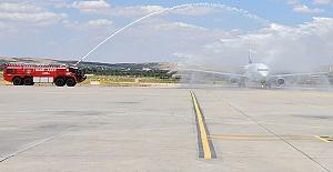 Uçak Törenle Karşılandı