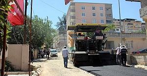 Menderes Mahallesine Sıcak Asfalt Seriliyor