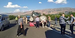 Traktör İle Otomobil Çarpıştı 2 Yaralı