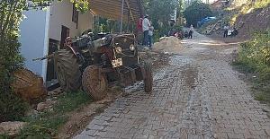 Traktörün Altında Kalan Çocuk Öldü 3 Yaralı