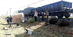Tren Kamyona Çarptı 1 Ölü