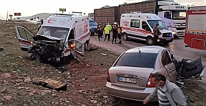 Ambulans İle Otomobil Çarpıştı...