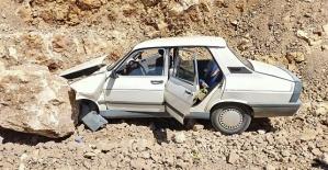 Kahramanmaraş'ta Otomobil Kayaya Çarptı