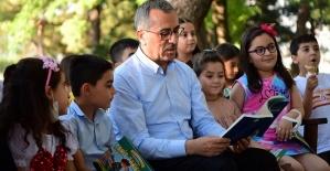 Güngör Çocuklarla Kitap Okudu