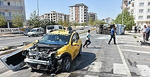 Taksi ve Otobüs Çarpıştı 18 Yaralı