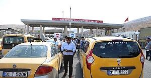 Taksiciler Sınırda Eylem Yaptı