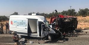 Trafik Kazası 7 Ölü 19 Yaralı