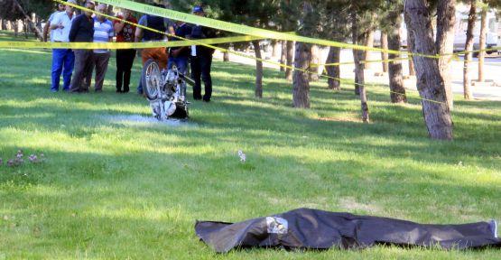 Tıra Çarpan Sürücü Öldü